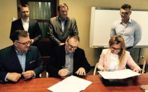 W Skórczu została podpisana umowa pomiędzy szkołą a firmą Iglotex
