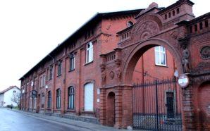 Odrestaurowana brama przy Pałacu Wiechertów pachnie świeżością
