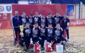Młodzi piłkarze Beniaminka 03 z brązowymi medalami Mistrzostw Polski w…