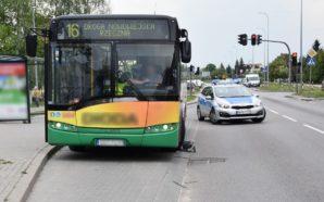 Śmiertelny wypadek w zatoce autobusowej